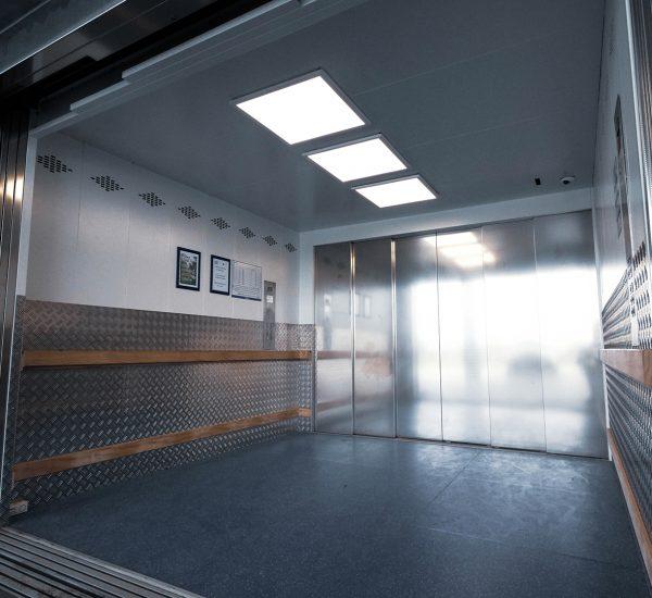 Heavy Duty Vehicle Lift Interior